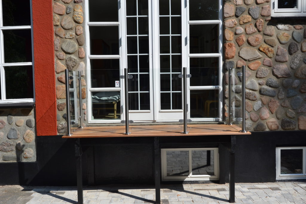 Glashegn på mindre altan