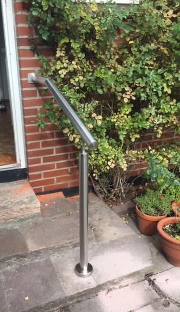 Kort gelænder til trappe