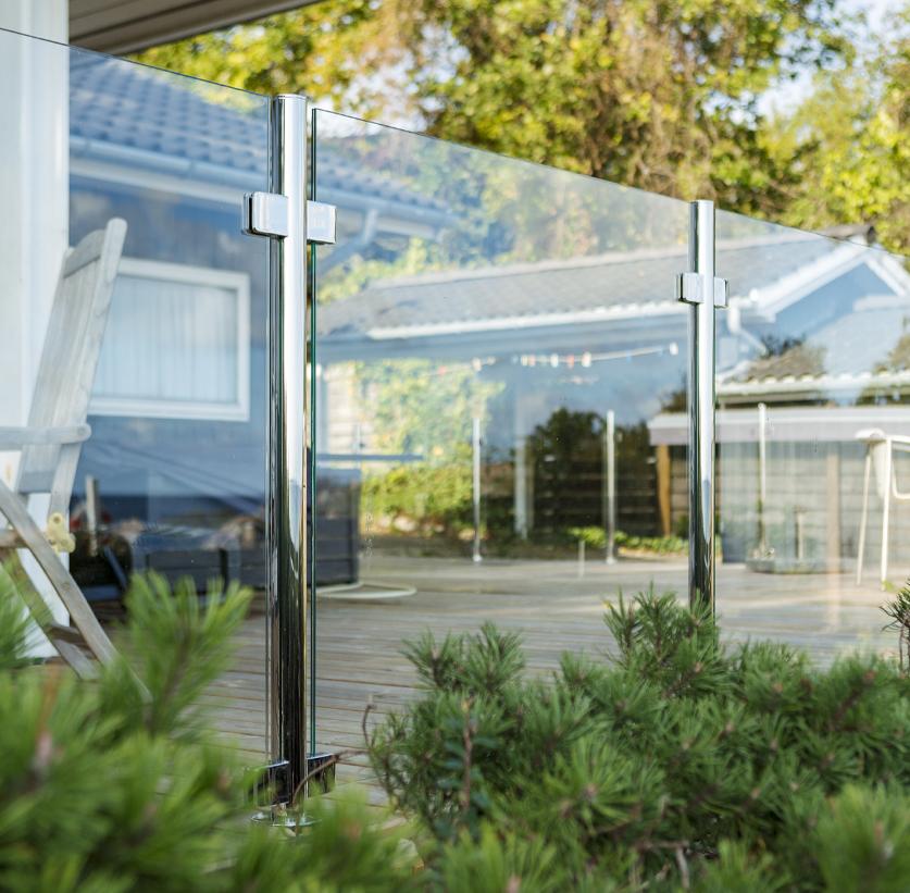 Glasgelænder uden håndliste er en flot løsning til terrassen med udsigt