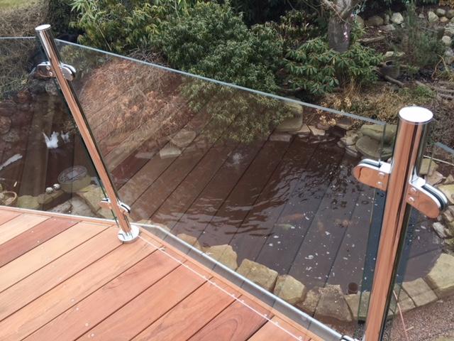 Glasgelænder til ottekantet terrasse