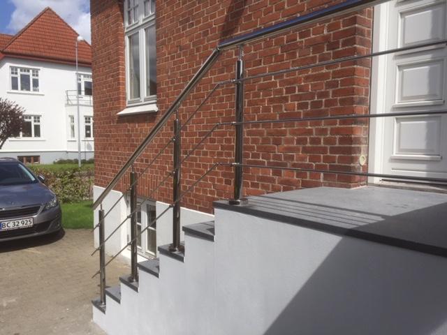 gelænder med wiresystem til trappe