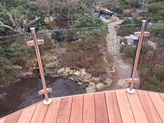 specialfremstillede balustre til ottekantet terrasse